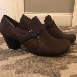 BareTraps genuine leather casual shoe